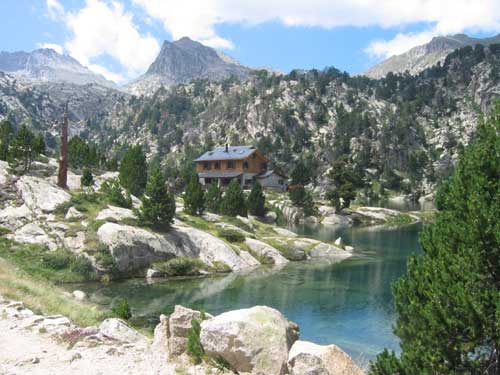 Aiguestortes huttentochten in de spaanse pyreneeen - Berghut foto ...